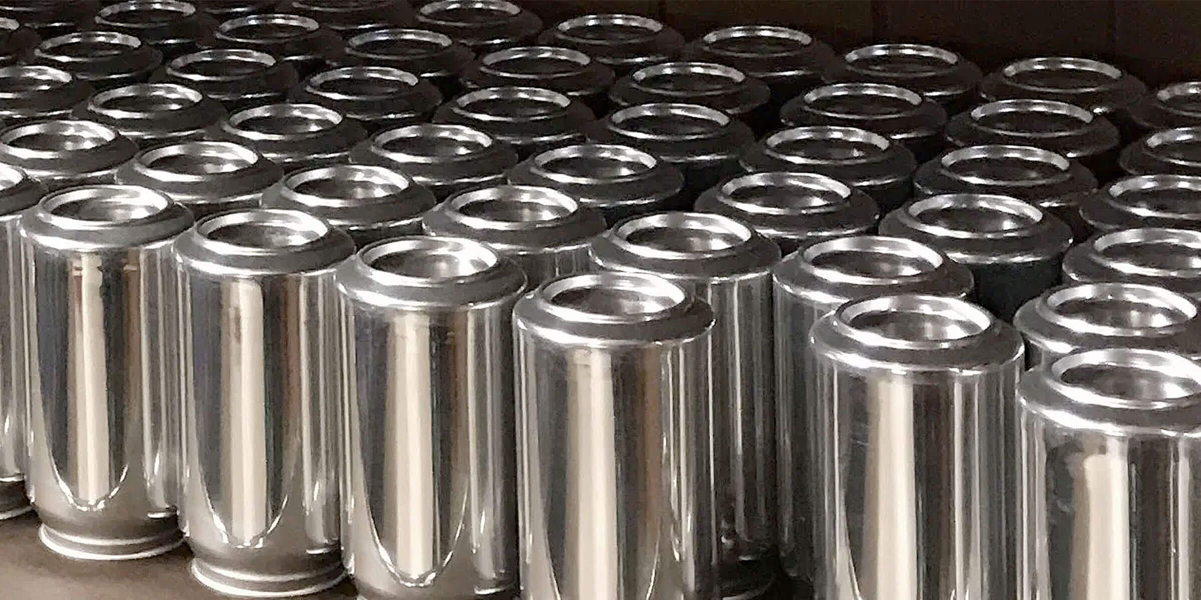 Rows of aluminum 16 oz. crowler cans