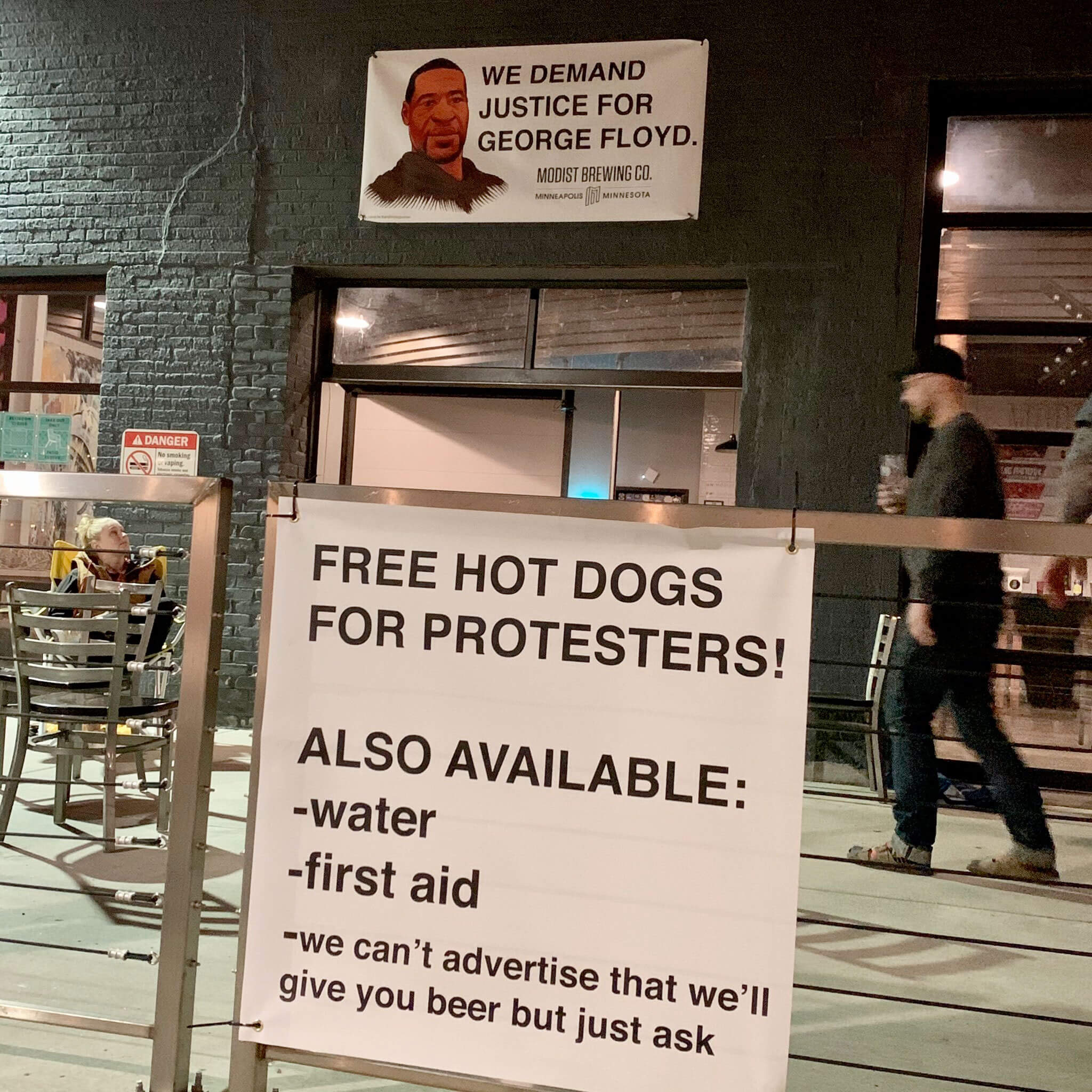 Modist Brewing Co. offers free hot dogs, water, first aid, and yes, beer, for protesters in Minneapolis, Minnesota