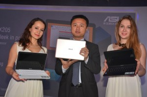 Mr. Peter Chang, Regional Head, South Asia & Country Manager, System Business Group, ASUS India launching ASUS EeeBook