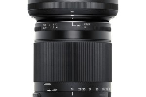 Sigma C 18-300mm F3.5/6.3 with lens hood