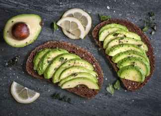 6 of the Best Flat Stomach Snacks for the Mid-Afternoon Slump