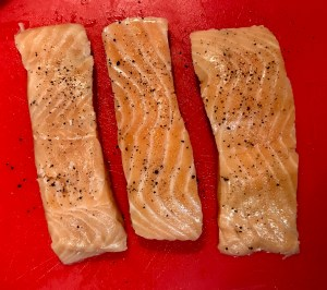 Salt_pepper_seasoned_salmon_fillets