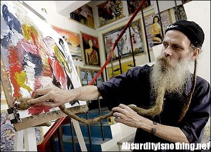 Marco Figgen e la sua lunga barba-pennello