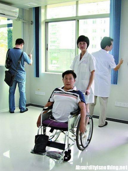 L uomo a met esempio di amore nei confronti della vita for Uomo sulla sedia a rotelle