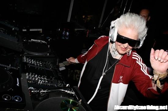 Mammy Rock - Ruth Flowers - La DJ più vecchia del mondo