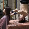 Wang Xiaouy - Il parrucchiere Kunf-Fu che taglia i capelli a testa  in giù