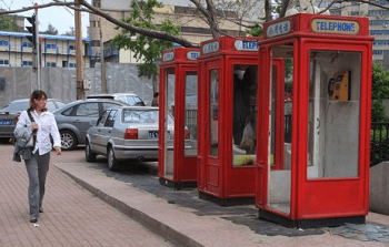 Vive in una cabina telefonica da 2 anni