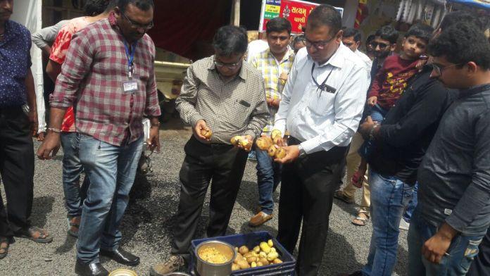 RMC checking lokmela food stall and destroy the harmful food
