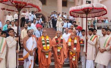 A grand celebration of the festival in Guruji in SGVP Gu?