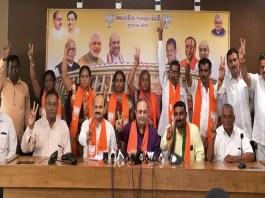 six-congress-members-from-botad-municipality-joined-the-bjp