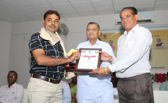 5-best-teachers-from-gir-somnath-district-were-honored