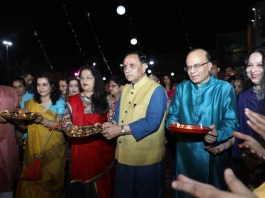 in-gandhinagar-the-top-officials-of-the-state-wandered-with-the-family