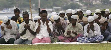 Muslim Rohingya Berdoa di Pangkalan TNI AU Sabang, Detik.com