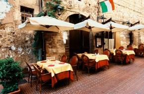 مقهى في إيطاليا وكورونا Cafe in Italy and Corona