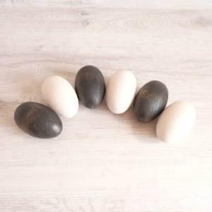 6 huevos de madera para bebé en color blanco y negro