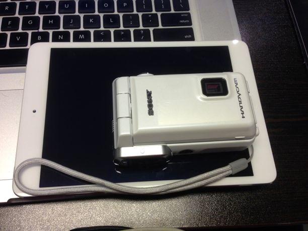 SONY Handycam abuggedlife size comparison