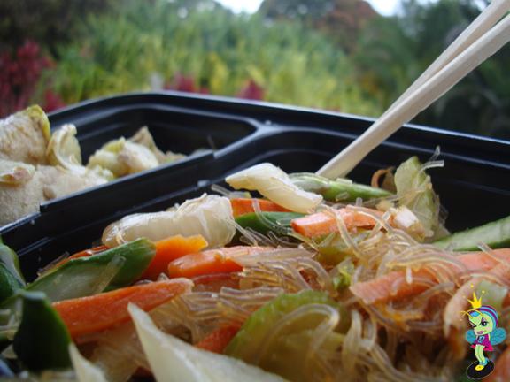 fresh mahi mahi with veggies & noodles. MMMMMMMM!!!