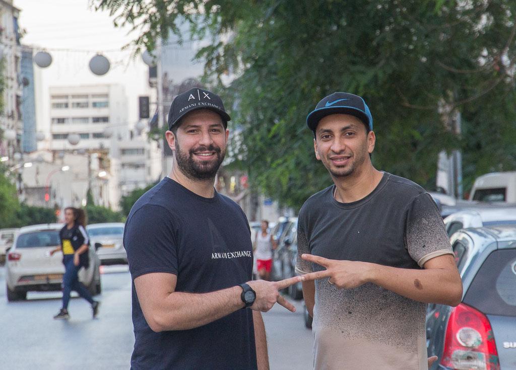 De vloggers van Algiers moeten spitsroeden lopen