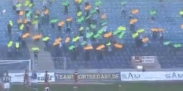 تشجيع فريق كرة القدم