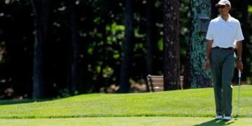 أوباما يلعب الجولف