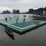 ملعب كرة قدم عائم في جزيرة بانيي التايلاندية