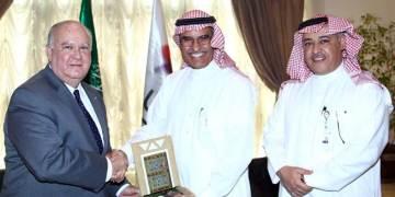 السفير الأمريكي يزور مجموعة الاتصالات السعودية
