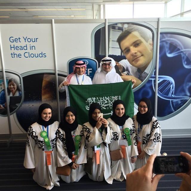 صورة جماعية للفريق الوطني السعودي للعلوم