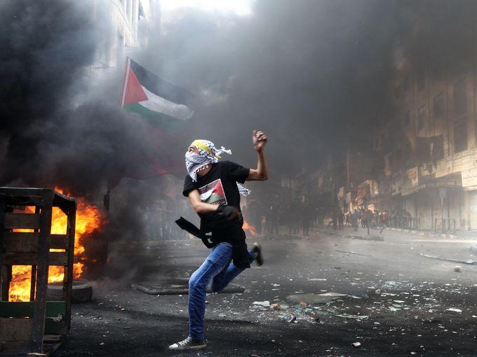 متظاهر فلسطيني