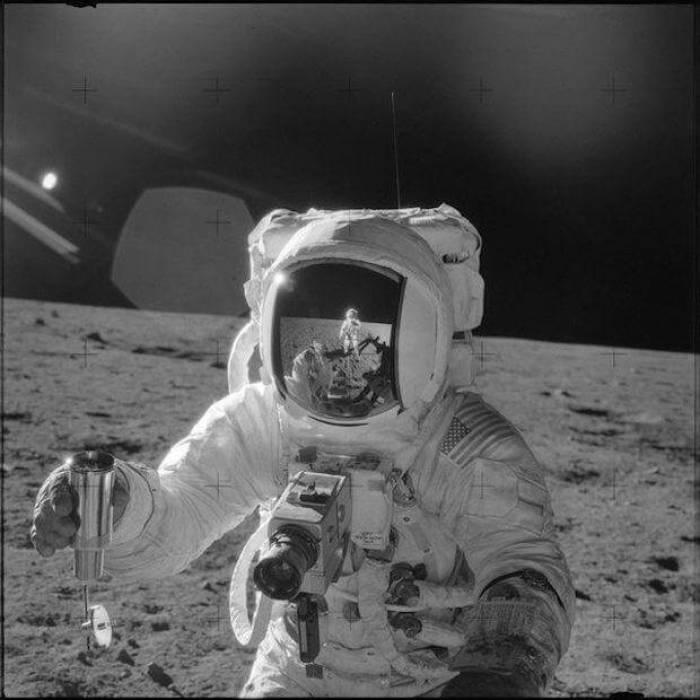 صورة أول رجل على القمر