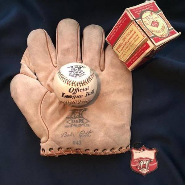 قفاز لاعب البيسبول بيب روث