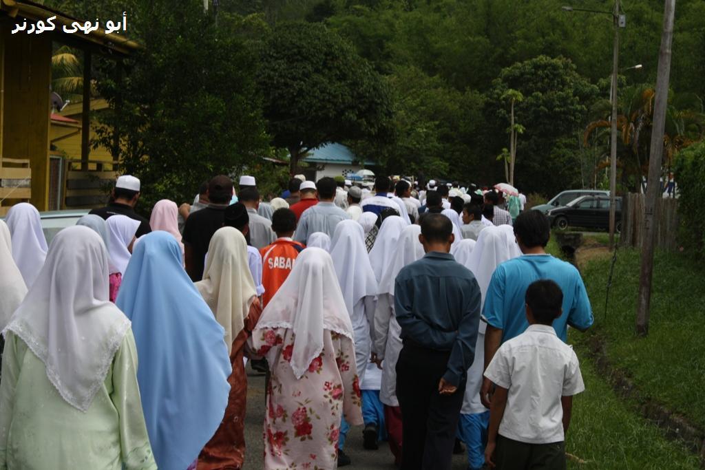 kehadiran umat Islam bak perarakan maulidur Rasul. Tetapi kali ini mereka berarak menghantar guru pulang menghadap Ilahi