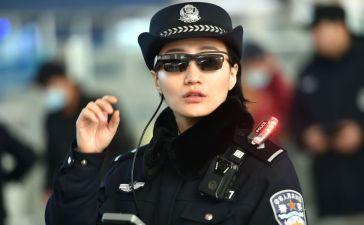 الشرطة الصينية تستخدم نظارات التعرف على الوجه لمراقبة المواطنين