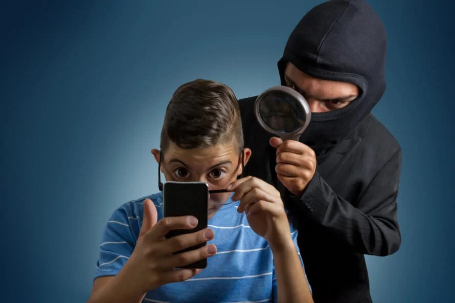 اختراق هاتف آيفون