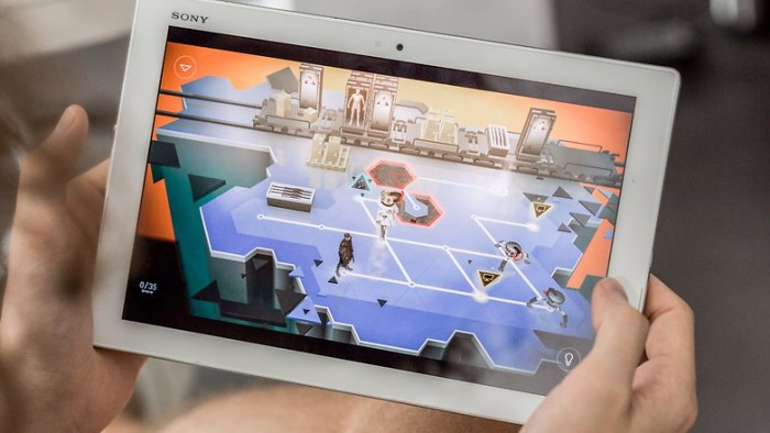 deus-ex-go-game-tablet