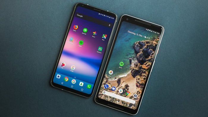 Pixel 2 XL vs LG V30 - Display
