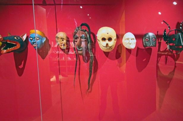 Máscaras de várias tribos.
