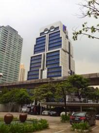 bangkok-robot-building-tailandia-a-bussola-quebrada