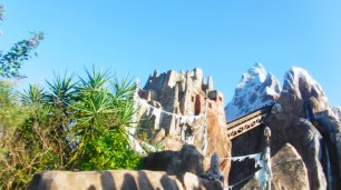 A altura da Montanha do Yeti é grande.
