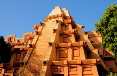 A Grande Pirâmide Asteca em Epcot Center.