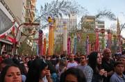Show de música e concurso de cosplayers no Tanabata Matsuri.