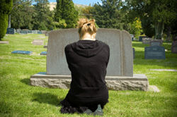 sad-woman-at-grave