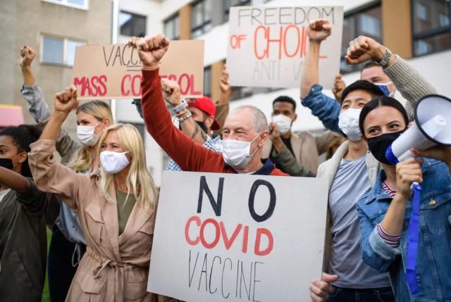 Manifestantes anti-vacunas