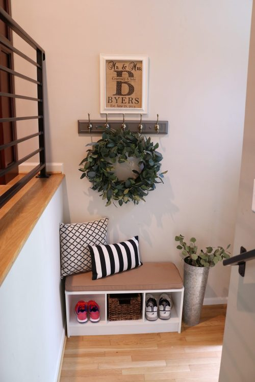 Mudroom | DIY mudroom | mudroom bench | mudroom bench entryway | mudroom small spaces | mudroom diy | mudroom diy cheap | mudroom diy easy