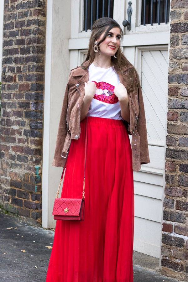 10 Valentine's Day Date Ideas + A Casual Outfit Idea   Sequined Sparkely Glittery Cozy Costume Lip Print T-shirt   SheIn Sequined Sparkely Glittery Cozy Costume Lip Print T-shirt   lip tee outfit   graphic tee for women   dressing up a graphic tee   lip tee with red pleated maxi skirt   date ideas