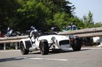 正に4輪のバイクといった風情のCATERHAM R300のS.M.さん。ヘルメットもお似合いです。Photo:S.O.