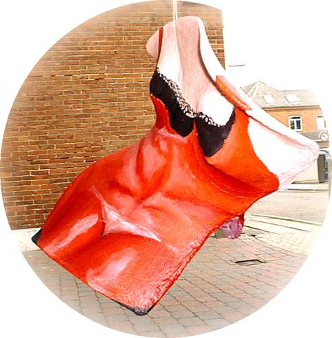 frithængende skulpturelt maleri, rød, røde, lingeri,A.C.Rosmom,
