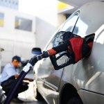 Acabar com ICMS para reduzir valor da gasolina é ilusão, diz economista