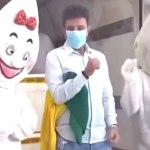 Gladson dança com o Zé Gotinha ao lado de vacinas e viraliza nas redes sociais