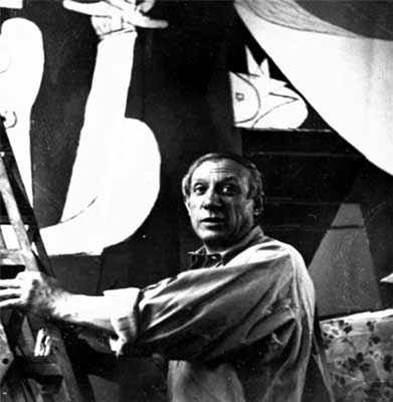 photo de Picasso peignant Guernica (photo de Dora Maar)