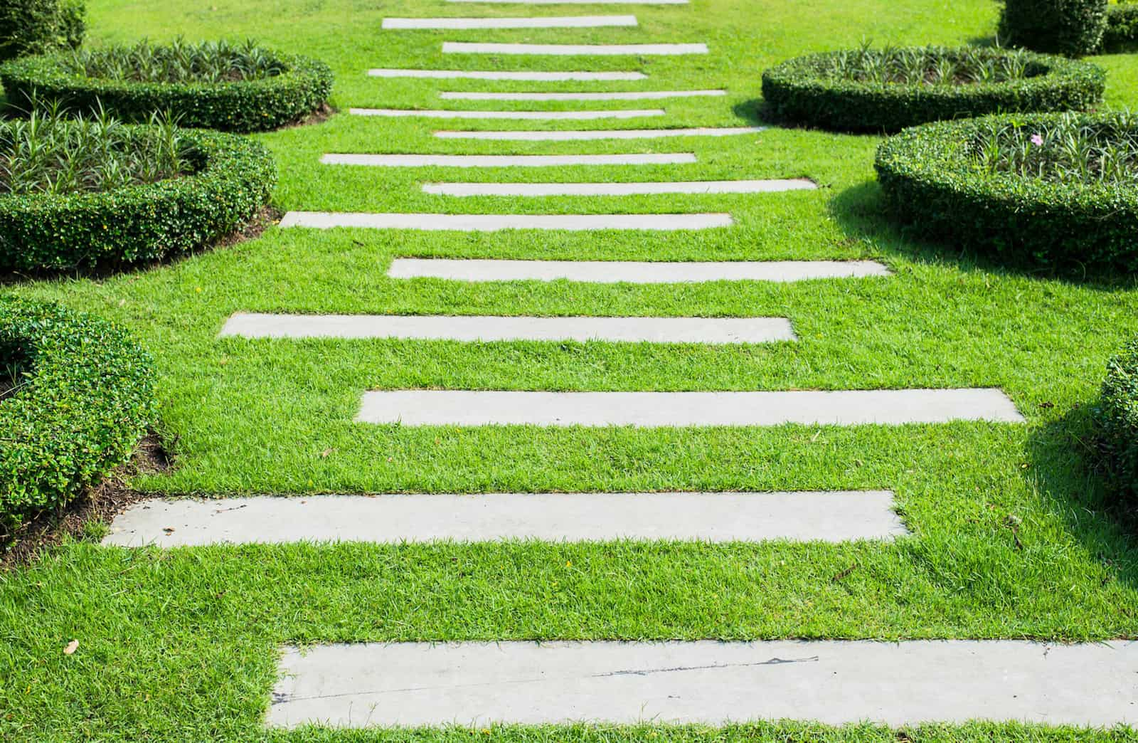 Garden Path Ideas | Mulch | Gravel | Wooden | Crazy Paving on Patio And Path Ideas  id=92697